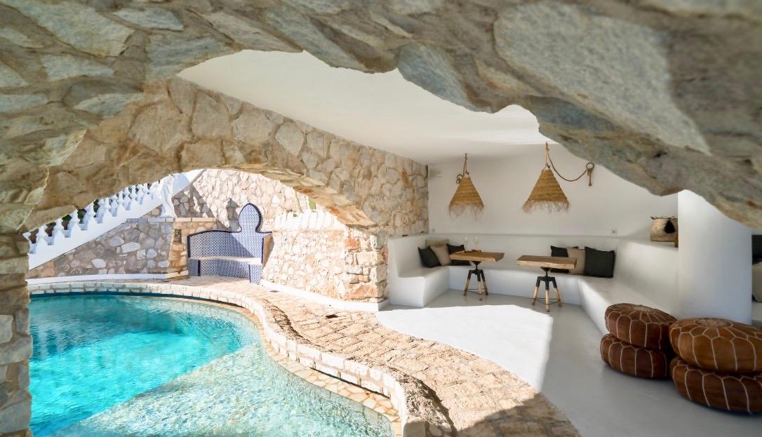 Loft met zwembad badkamer met douche axor front via hansgrohe