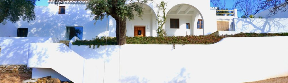 Stylish cortijo surrounded by orchards
